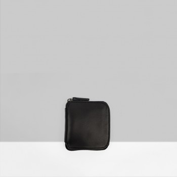 SQUARE ZIP WALLET / BLACK & NATURAL