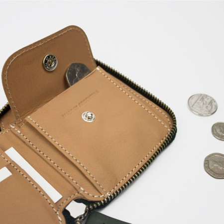 SQUARE ZIP WALLET / GREEN & NATURAL